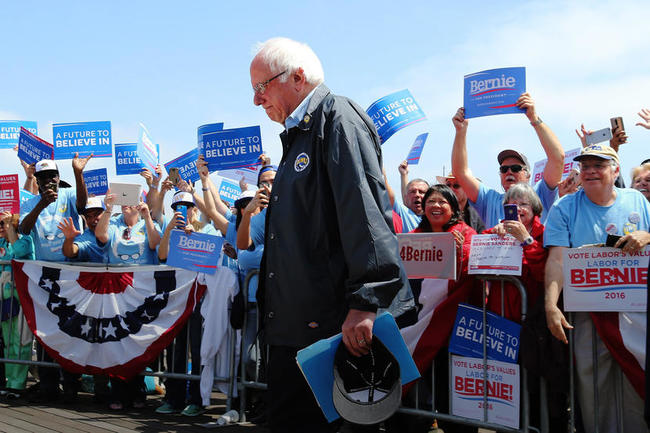 epa05332860 US Democratic presidential candidate Bernie Sanders makes his way to the podium to address supporters outside the Los Angeles Maritime Museum in San Pedro, California, USA, 27 May 2016. The state of California will hold presidential primary elections on 07 June 2016. EPA/MIKE NELSON